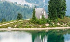 Elfin jeziorna Halna kabina obraz stock