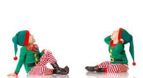 Elfo allegro dei bambini di concetto due di Natale che sembra upisolated Fotografia Stock Libera da Diritti