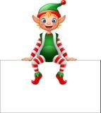 Elfo di Natale del fumetto che si siede sul segno in bianco Immagini Stock Libere da Diritti
