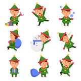 Elfo di Natale I nani degli assistenti di Santa nell'azione posano i bambini divertenti delle persone della celebrazione dei cara royalty illustrazione gratis