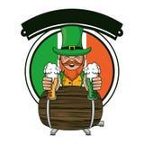 Elfo irlandese con le tazze ed il barilotto della birra royalty illustrazione gratis