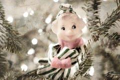 Elfo in un albero Fotografie Stock