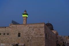 圣殿山的晚上视图和ElGhawanima耸立在老城耶路撒冷,以色列 免版税图库摄影