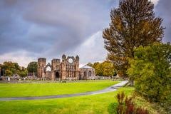 Elgin Cathedral im Herbst Lizenzfreie Stockbilder