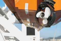 Elica di una priorità alta della lancia di salvataggio su una nave passeggeri Fotografie Stock