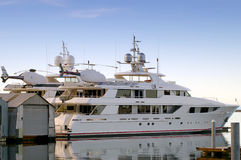 Elicotteri e yacht Immagine Stock