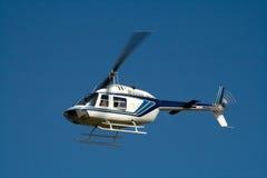 Elicottero bianco durante il volo Fotografia Stock