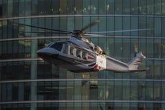 Elicottero che è filmato per i giochi olimpici 2012 di Londra Fotografie Stock Libere da Diritti