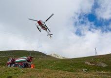 Elicottero con le costruzioni Fotografie Stock Libere da Diritti