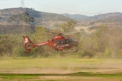 Elicottero del corpo dei vigili del fuoco della regione montana Immagine Stock
