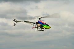 Elicottero del giocattolo rifornito gas fotografie stock
