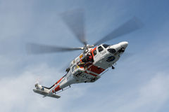 Elicottero della squadra di soccorso marittima spagnola Immagine Stock