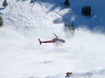 Elicottero di salvataggio in alpi svizzere Immagini Stock