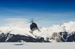Elicottero di salvataggio della montagna durante il volo Fotografia Stock