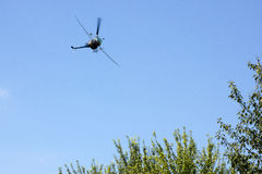 Elicottero di spruzzatura del raccolto Fotografie Stock