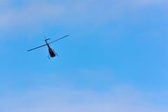 Elicottero durante il volo Fotografie Stock Libere da Diritti
