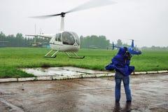 Elicottero e cineoperatore Fotografia Stock