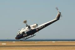 Elicottero irochese di UH-1B che fa trattando esposizione Immagini Stock