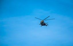 Elicottero MI-8 nel cielo Fotografia Stock