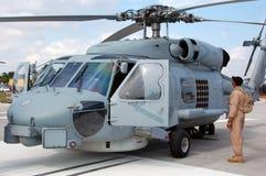 Elicottero militare d'avvicinamento pilota Fotografie Stock Libere da Diritti