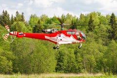 Elicottero nel campo Fotografie Stock