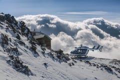 Elicottero nelle alpi francesi, sopra le nuvole Fotografia Stock Libera da Diritti