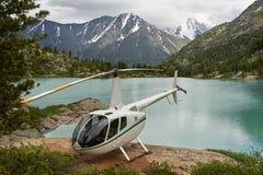 Elicottero nelle montagne Fotografia Stock Libera da Diritti
