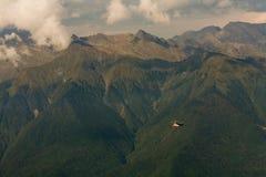 Elicottero nelle montagne Fotografie Stock Libere da Diritti
