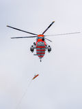 Elicottero norvegese che pratica un salvataggio in mare Immagini Stock Libere da Diritti