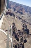 Elicottero sopra Grand Canyon Fotografie Stock Libere da Diritti
