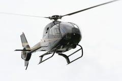 Elicottero sopra priorità bassa luminosa Immagini Stock
