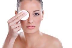 Eliminación de maquillaje Foto de archivo libre de regalías