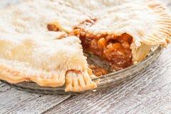 Elimine uma parte de torta de maçã americana foto de stock royalty free