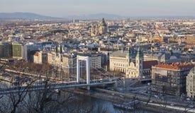 "Elisabeth-Brücke und St- Stephenbasilika in Budapest-†""am 23. Februar 2019 lizenzfreies stockfoto"