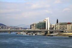Elisabeth Bridge à travers la rivière Danube à Budapest, Hongrie Photographie stock libre de droits