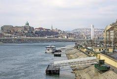 Elisabeth Bridge à travers la rivière Danube à Budapest, Hongrie Images stock