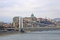Elisabeth Bridge à travers la rivière Danube à Budapest, Hongrie Image stock
