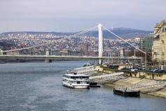 Elisabeth Bridge à travers la rivière Danube à Budapest, Hongrie Photographie stock