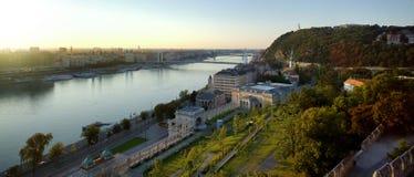 Elisabeth Bridge in Budapest morgens lizenzfreies stockfoto