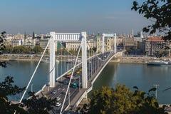 Elisabeth Bridge in de Hoge Hoek van Boedapest Royalty-vrije Stock Fotografie