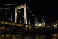 Elisabeth Bridge Erzsebet p? Danube River budapest hungary arkivfoton