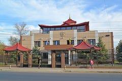 ELISTA, РОССИЯ Здание суда арбитража республики Калмыкии стоковое изображение