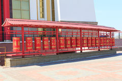 Elista Domicilio de oro de Buda Shakyamuni Tambores del rezo Fotos de archivo