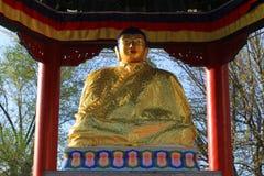 Elista, Rússia, o 28 de abril de 2017 O monumento, uma estátua da Buda de Shakyamuni Imagens de Stock Royalty Free