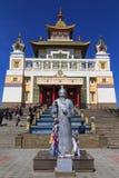 Elista Residenza dorata di Buddha Shakyamuni più vecchio bianco Fotografia Stock