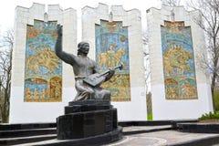 ELISTA, RUSSIE ` Sculptural de Dzhangarch Eelyan Ovla de ` de composition en parc d'amitié La Kalmoukie Photographie stock libre de droits