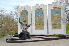 ELISTA, RUSSIE ` Sculptural de Dzhangarchi Eelyan Ovla de ` d'ensemble en parc d'amitié La Kalmoukie Image stock