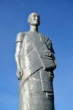 ELISTA RYSSLAND En monument Darling Pundit mot bakgrunden av himlen Kalmykia Fotografering för Bildbyråer