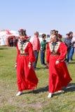 Elista Tulip Festival Conjunto del folclore de los artistas Fotografía de archivo