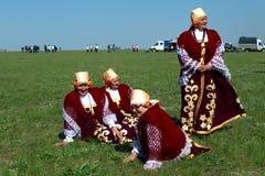 Elista Tulip Festival Conjunto del folclore de los artistas Imagen de archivo libre de regalías